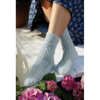 Socks with diamond pattern R013